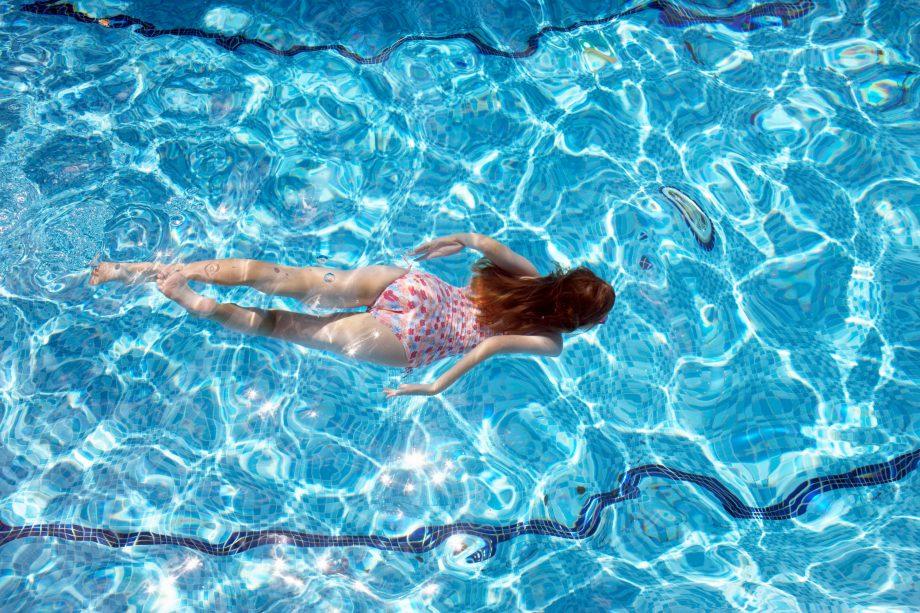 Kiểm soát nồng độ pH trong nước bể bơi giúp đạt tiêu chuẩn an toàn